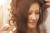 невеста делает ее волосы — Стоковое фото