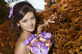 The bride with a bouquet of autumn flowers — Stock Photo