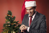 The guy looks at Christmas time — Stock Photo
