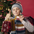 Young shoppers at Christmas — Lizenzfreies Foto