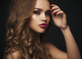Sexy Beauty Girl with Red Lips and Nails. Provocative Make up. L — Stockfoto