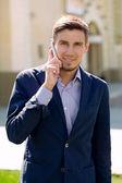 Jonge en succesvolle zakenman — Stockfoto