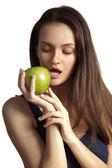 Smiling woman with apple on white — Stockfoto