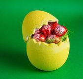 Huevos de pascua en la olla — Foto de Stock