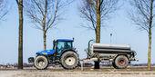 Agricoltore cavalcando il suo trattore — Foto Stock