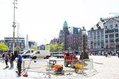 ロイヤルの前に新しいレンガ通り修理 streetworkers アムステルダム王宮 — ストック写真