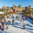Ice rink in Amsterdam in front of the Rijksmusem — Stock Photo