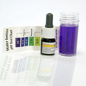 Alkaline water test ph reagent purple color — Stock Photo