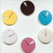 Many round wall clocks that mark the passage of time — Stock Photo #45426573