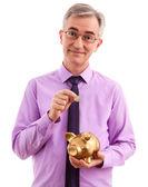 Hombre de negocios poner monedas en la alcancía — Foto de Stock