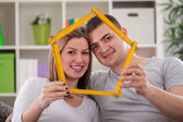 Couple holding house — Stock Photo