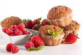 Muffins med bär — Stockfoto