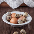 Quail and chicken eggs - Stockfoto