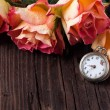 Orange roses with vintage clock — 图库照片