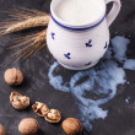 Milk and walnuts — Stock Photo #36653811