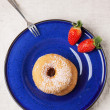 Sugar donuts with fresh strawberries — Stock Photo #40526091
