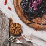 Black spaghetti with octopus — Stock Photo