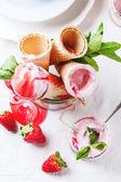 Jahodová zmrzlina — Stock fotografie