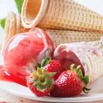 Strawberry ice cream — Stock Photo #46391551