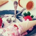 Strawberry ice cream — Stock Photo #46737779