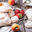 Meringue with apricot and strawberry — Stock Photo #47135783