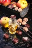 Mel, nozes e maçãs — Foto Stock