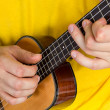 Man playing ukulele — Stockfoto