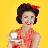 Pin-up stil flicka med kopp kaffe — Stockfoto