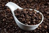 Tazón de fuente china con granos de café — Foto de Stock