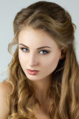 Beauty portrait of young woman — Stock Photo
