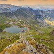 Alpine lake and curved road in mountains,Transfagarasan,Fagaras mountains,Carpathians,Romania — Foto de Stock