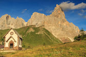 Typical Tirolian chapel in the Dolomites,Cimon Della Pala,Italy — Stock Photo
