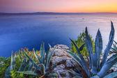 Hermosa puesta de sol sobre el mar mediterráneo, riviera croata cerca de makarska — Foto de Stock