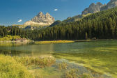 Misurina Lake and Tre Cime Di Lavaredo in background,Dolomite Alps — Stock Photo