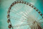 Vintage Ferris Wheel Over Turquoise Sky — Foto Stock
