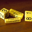Yellow cubes with the date on the wooden table — Stock Photo
