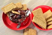 Rye crackers with strawberry jam — Stock Photo