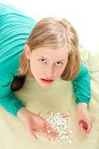 Persona enferma clasificando las píldoras — Foto de Stock