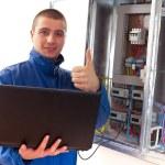 Handyman working with laptop — Stock Photo