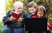 Convincing children to read — Foto de Stock