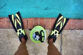 Legs, fins, scuba tank — Stock Photo
