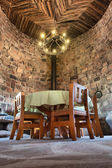 Cámara de pared de ladrillo en antiguo restaurante — Foto de Stock