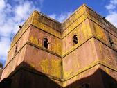 Eski etiyopya kıpti kilisesi karşı gökyüzü günbatımı ışığı — Stok fotoğraf