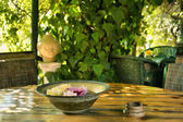 Plate with flowers in outdoor Thai restaurant — Stock Photo