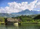 Lake house against mountains and Cathkin peak — Stock Photo
