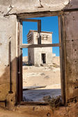 View at the abandoned house in desert — Foto Stock