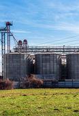 сельскохозяйственные силосов на открытом воздухе — Стоковое фото