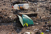 Garbage on the shore — Stock Photo