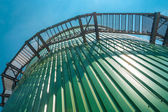 Przemysłowe silos błękitne niebo i schody — Zdjęcie stockowe