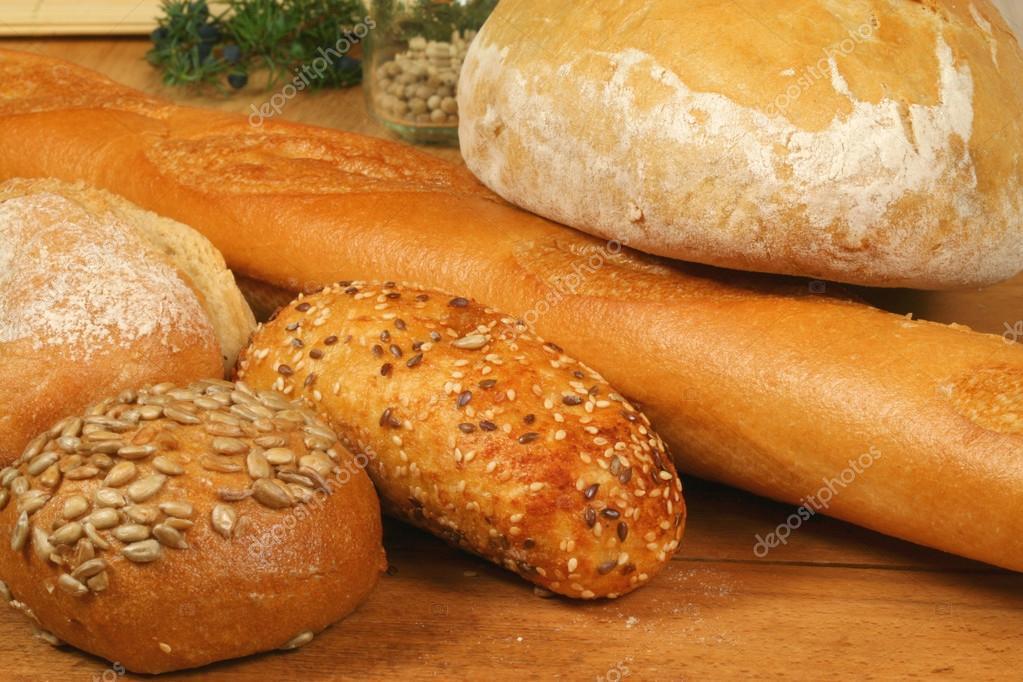 Pane fresco diversi tipi foto stock studiobarcelona 22313475 - Diversi tipi di pane ...
